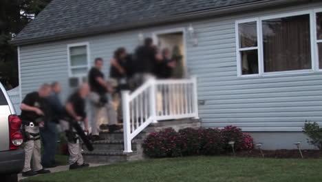 Dea-Agents-Raid-A-House-To-Confiscate-Prescription-Drugs