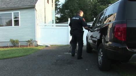 Dea-Agents-Raid-A-House-To-Confiscate-Prescription-Drugs-And-Make-Arrests
