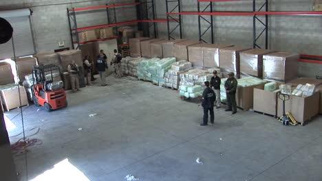 Agentes-De-La-DEA-Guardan-Drogas-Confiscadas-En-Un-Almacén