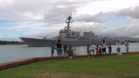The-Guided-Missile-Destroyer-Uss-Chung-Hoon-Departs-Pearl-Harbor-Hawaii-On-A-Mission-2