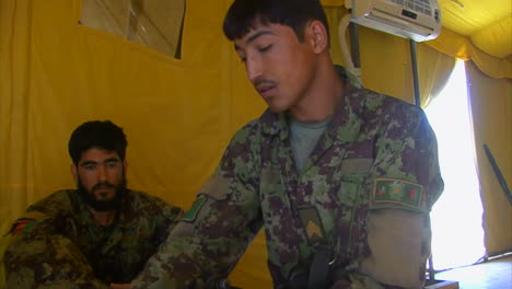 Us-Marine-Corp-Soldiers-Teach-Afghani-Soldiers-How-To-Fight-The-Taliban-2