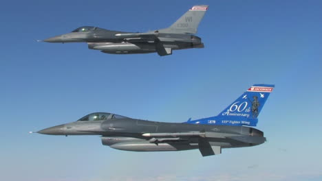 Two-F16-Fighter-Jets-Fly-In-Formation-2