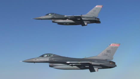 Two-F16-Fighter-Jets-Fly-In-Formation-3