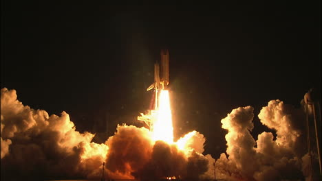 The-Space-Shuttle-Lifts-Off-From-Its-Launchpad-1