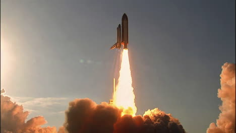 The-Space-Shuttle-Lifts-Off-From-Its-Launchpad-2