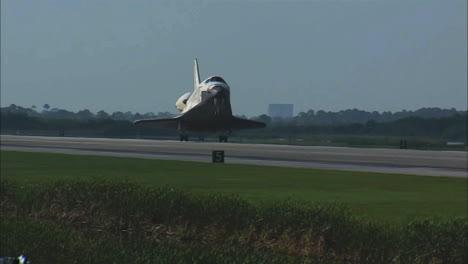 El-Transbordador-Espacial-Viene-Para-Un-Aterrizaje-1