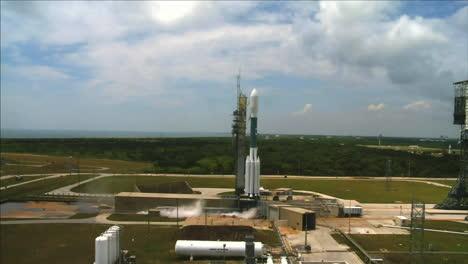 Un-Cohete-De-La-Nasa-Se-Lanza-Desde-Una-Plataforma-De-Lanzamiento-1