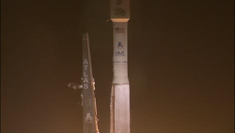 Un-Cohete-De-La-Nasa-Se-Lanza-Desde-Una-Plataforma-De-Lanzamiento-5