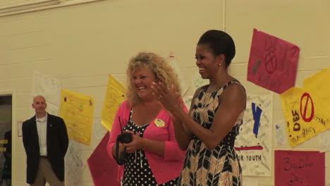 Michelle-Obama-Visita-A-Niños-En-Una-Escuela-En-Virginia-Beach-Va-2