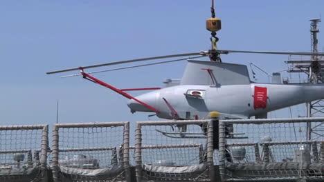 Los-Helicópteros-No-Tripulados-De-Aviones-No-Tripulados-Se-Transportan-En-Un-Barco-De-La-Armada-3