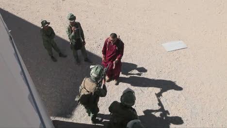 United-States-Troops-Practice-Various-Dangerous-Scenarios-In-A-Mock-Arab-Village-In-The-American-Desert-2