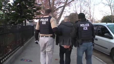 La-Policía-Detiene-A-Un-Sospechoso