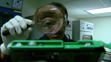 The-Homeland-Security-Forensics-Lab-Solves-Crimes-Using-High-Tech-Methods-2