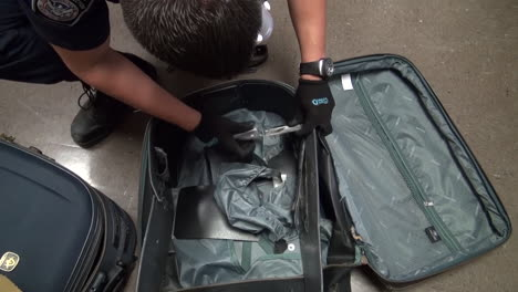 Homeland-Security-Agents-Find-Heroin-In-Suitcases-At-An-Airport