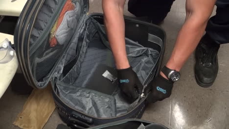 Homeland-Security-Agents-Find-Heroin-In-Suitcases-At-An-Airport-1