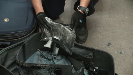 Homeland-Security-Agents-Find-Heroin-In-Suitcases-At-An-Airport-2