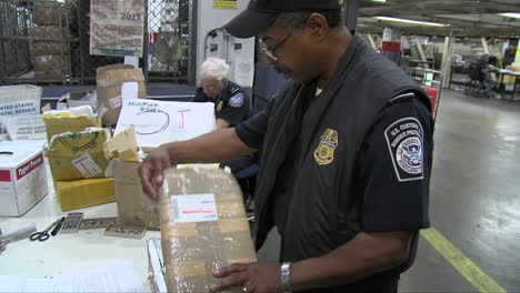 Agents-From-Us-Customs-Seize-Fake-And-Knock-Off-Products-From-Overseas-10