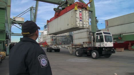 Homeland-Security-Uses-Radiological-Scanning-To-Screen-Shipping-Containers-At-A-Port-Facility-4