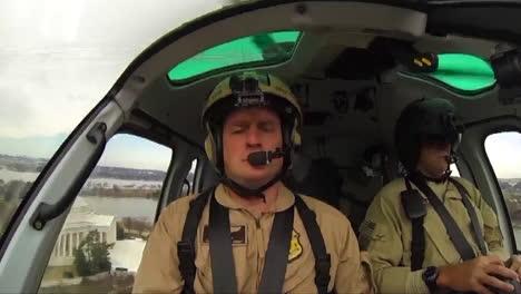 Helicóptero-De-Protección-De-Fronteras-Y-Aduanas-De-EE-UU-Vuela-Contra-El-Horizonte-2-De-La-Capital-De-EE-UU-