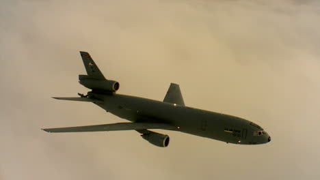 Aerials-Of-The-Us-Air-Force-Air-Mobility-Command-Kc10-In-Flight-9