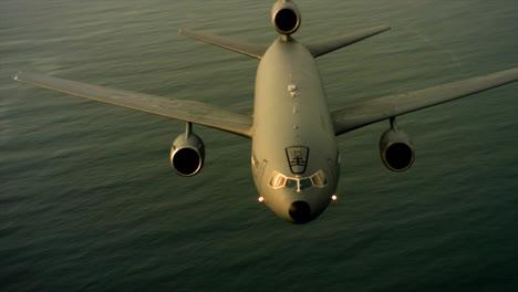 Antenas-Del-Comando-De-Movilidad-Aérea-De-La-Fuerza-Aérea-Estadounidense-Kc10-En-Vuelo-11