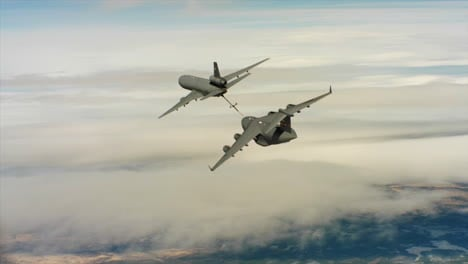 Aerials-Of-The-Us-Air-Force-Air-Mobility-Command-Kc10-Refueling-Another-Plane-In-Midair-2
