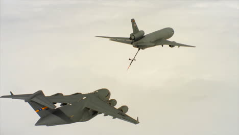 Aerials-Of-The-Us-Air-Force-Air-Mobility-Command-Kc10-Refueling-Another-Plane-In-Midair-3