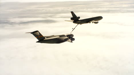 Aerials-Of-The-Us-Air-Force-Air-Mobility-Command-Kc10-Refueling-Another-Plane-In-Midair-4