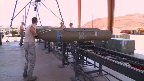 Las-Bombas-Están-Preparadas-Para-Una-Misión-De-Guerra-1