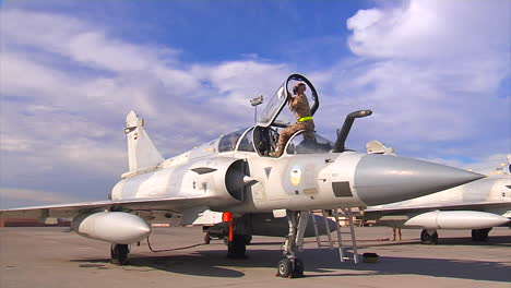 A-Crew-Works-On-A-Fighter-Jet-In-The-United-Arab-Emirates-1