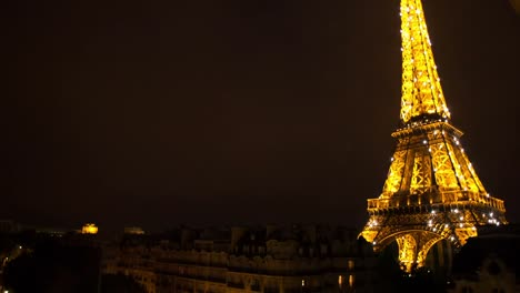 Eiffel-Lit-Up-00
