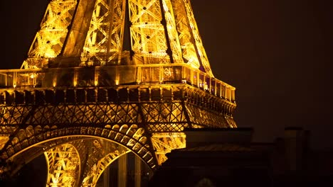 Eiffel-Lit-Up-02