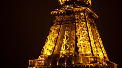 Eiffel-Lit-Up-03
