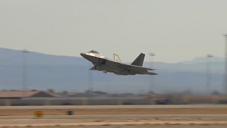 Air-Force-F35-Fighter-Jet-Despegando-Desde-Una-Base-Aérea