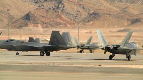 Varios-Aviones-De-Combate-F35-Taxi-En-Una-Pista