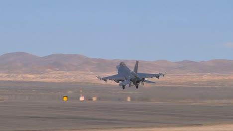 F16-Kampfjets-Landen