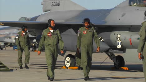 Pakistani-Air-Force-Pilots-Sit-In-The-Cockpits-Of-Fighter-Jets