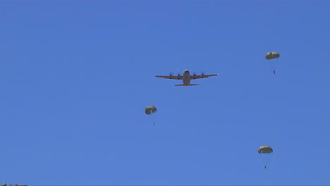 Paratroopers-Parachute-From-C130-Military-Planes-1