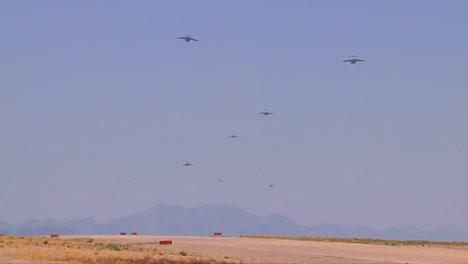 Los-Paracaidistas-Y-La-Carga-Se-Lanzan-Desde-Aviones-Militares-C130