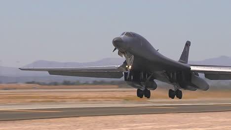 Air-Force-B1-Lancer-Despegando-1