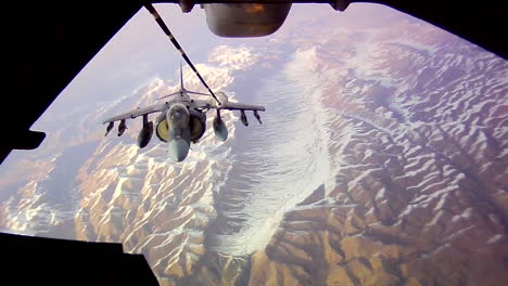 A-Jet-Fighter-Refuels-In-Midair-Over-Afghanistan-1