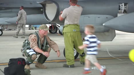 An-Air-Force-Dad-Greets-His-Family-Upon-Returning-Home-From-War