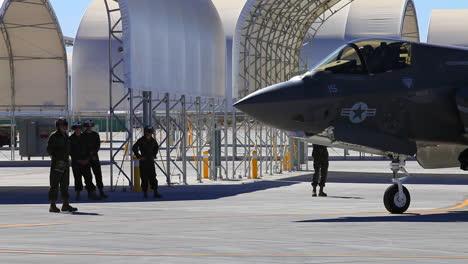 Jet-De-La-Fuerza-Aérea-F35-Estacionado-En-La-Pista