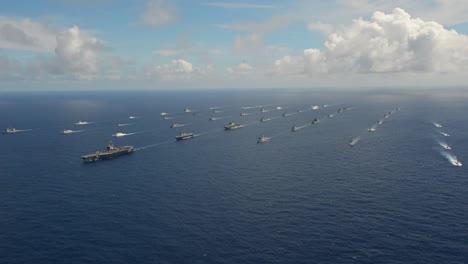 Antena-De-Flotilla-Masiva-De-Barcos-De-La-Armada-En-Movimiento-A-Través-Del-Pacífico