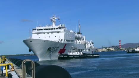 Ein-Chinesisches-Krankenhausschiff-Verlässt-Das-Dock