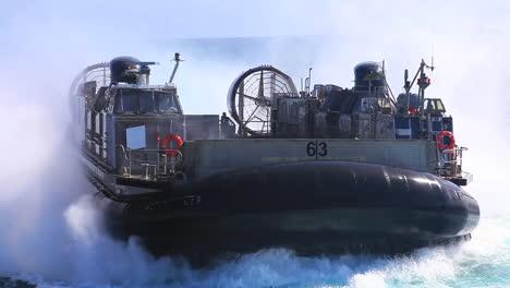 Las-Fuerzas-Marinas-Utilizan-Vehículos-De-Asalto-Anfibios-En-Alta-Mar-