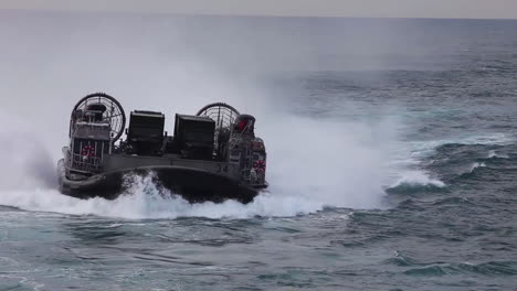 Marine-Forces-Use-Amphibious-Assault-Vehicles-On-The-High-Seas-1