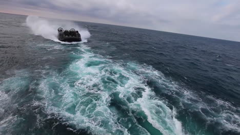 Marine-Forces-Use-Amphibious-Assault-Vehicles-On-The-High-Seas-2