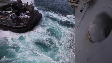 Marine-Forces-Use-Amphibious-Assault-Vehicles-On-The-High-Seas-3