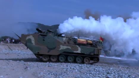 Amerikanische-Und-Koreanische-Marines-Führen-Eine-Massive-Amphibische-Invasionsübung-Mit-Sprengstoff-Und-Strandlandungen-Durch-10